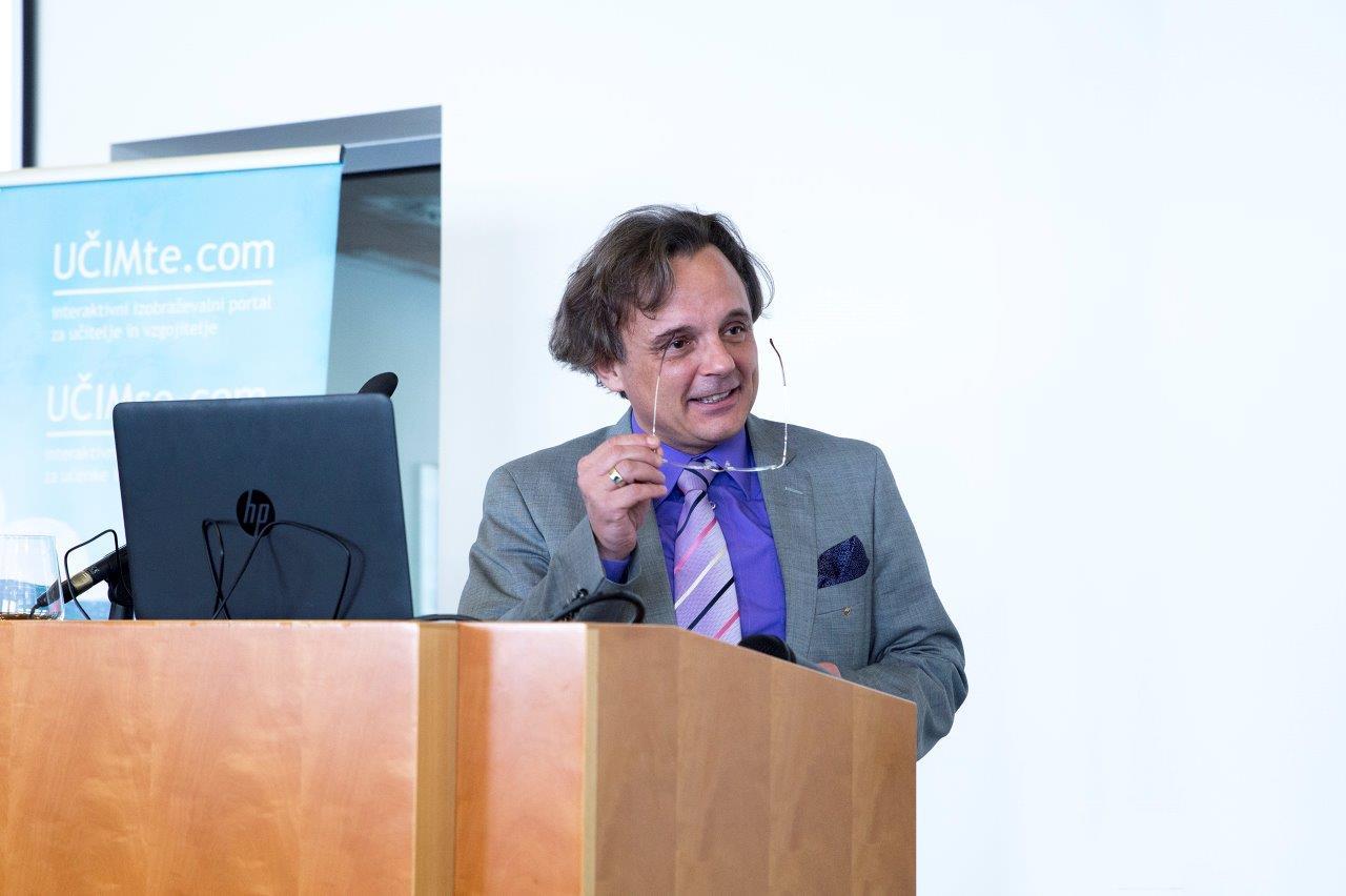 Rdeča nit izvajanja dr. Igorja Sakside so bile bralne motivacije, znanje in ustvarjalnost.